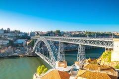 Mening van de historische stad van Porto, Portugal met Dom Luiz B Stock Foto
