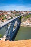 Mening van de historische stad van Porto, Portugal met Dom Luiz B Stock Afbeelding