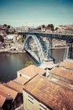 Mening van de historische stad van Porto, Portugal met Dom Luiz B Stock Afbeeldingen