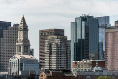 Mening van de historische de wolkenkrabberklokketoren van het Douanehuis en de horizon van Boston Massachusetts de V.S. Stock Afbeeldingen