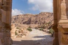 Mening van de hoge graven in Petra, Jordanië royalty-vrije stock foto's