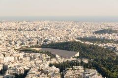 Mening van de hoofdstad van Griekenland van Lycabettus-Heuvel, de hoogste piek in Athene Stock Foto's