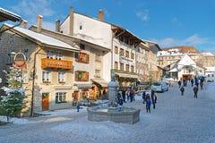 Mening van de hoofdstraat in het Zwitserse dorp Gruyeres Royalty-vrije Stock Afbeeldingen