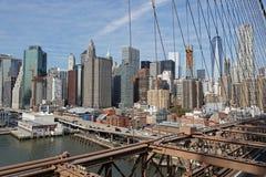 Mening van de horizon van Manhattan van de brug van Brooklyn Royalty-vrije Stock Foto