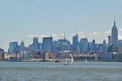 Mening van de horizon van Manhattan over rivier Hudson in de ochtend royalty-vrije stock foto's