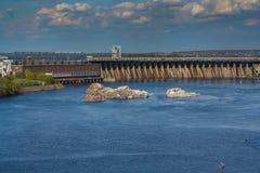 Mening van de hydro-elektrische elektrische centrale DnieproGES van Dnieper Royalty-vrije Stock Afbeelding