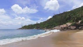 Mening van de Indische Oceaan en Anse Major Beach, Mahe Island, Seychellen 1 stock videobeelden
