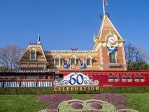 Mening van de ingang aan het Disneyland Park stock afbeelding