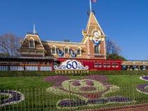 Mening van de ingang aan het Disneyland Park stock foto