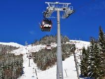 Mening van de kabelbaan en de skihellingen aan de zuidenkant van Mou Royalty-vrije Stock Fotografie