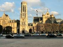 Mening van de Kerk van heilige-Germain L ` Auxerrois in Parijs Stock Foto's