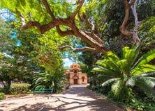 Mening van de kerk in het park, Havana, Cuba Exemplaarruimte voor tex Stock Afbeelding