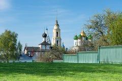Mening van de kerken in de oude stad Kolomna royalty-vrije stock foto