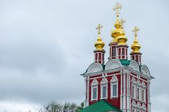 Mening van de kerken in kathedraalvierkant binnen het Kremlin stock foto