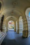Mening van de kolommen van Stadhuis in Novi Sad Stock Fotografie