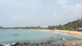 Mening van de kustlijn in Mirissa-Strand stock videobeelden