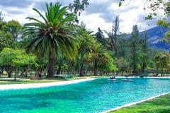 Mening van de lagune, in het openbare park van La Carolina in het noorden van de stad van Quito ecuador Mooi landschap stock fotografie