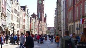 Mening van de lange het lopen straat Gdansk Polen stock video