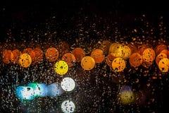 Mening van de lantaarns door het regenachtige oog stock fotografie