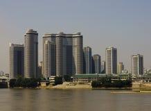 Mening van de Mansudae-huisvesting complex in Pyongyang  Stock Afbeeldingen