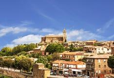 Mening van de middeleeuwse stad van Montalcino toscanië Stock Fotografie