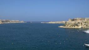 Mening van de Middellandse Zee, Valletta en het Eiland Malta stock footage