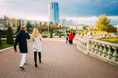 Mening van de moderne architectuur van Minsk, van het gebied Nyamiha, Stock Foto