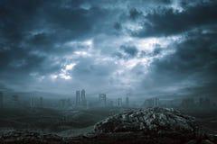 Mening van de moderne bouw met donkere mist Stock Afbeelding