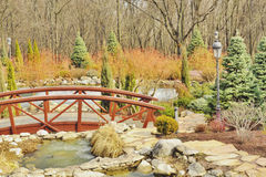 Mening van de mooie brug over het meer Royalty-vrije Stock Foto