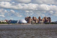 Mening van de nieuwe districten van Heilige Petersbug, Rusland royalty-vrije stock fotografie