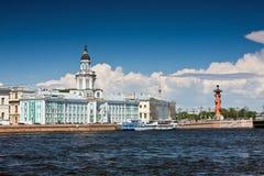 Mening van de oriëntatiepunten van St. Petersburg royalty-vrije stock foto's
