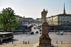 Mening van de ortrokant van de rivier door een standbeeld met zijn rug naar het vierkant van vittorio die veneto wordt meegespeel Royalty-vrije Stock Foto's