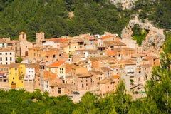 Mening van de oude Spaanse stad in het bos, Pratdip Royalty-vrije Stock Fotografie