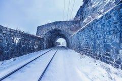Mening van de oude tunnel Spoorweg circum-Baikal stock foto