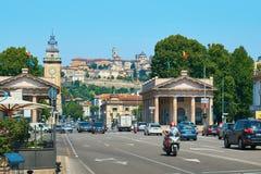 Mening van de oude oude versterkte Hogere Stad van Bergamo, Italië royalty-vrije stock afbeeldingen