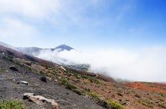 Mening van de Piek van vulkaanteide in witte wolken Nationaal Park, Tenerife, Canarische Eilanden, Spanje Royalty-vrije Stock Afbeeldingen