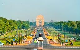 Mening van de plechtige boulevard van Rajpath van het Secretariaatsgebouw naar de Poort van India NEW DELHI stock afbeeldingen