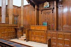 Mening van de Rechtszaal van de Kroon binnen St Georges Hall, Liverpool, het UK Royalty-vrije Stock Foto's