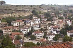 Mening van de regeling van Safranbolu, op de achtergrond, de bergen stock afbeeldingen
