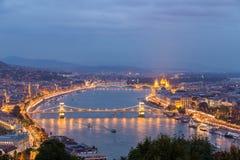 Mening van de rivier en Boedapest van Donau Royalty-vrije Stock Foto