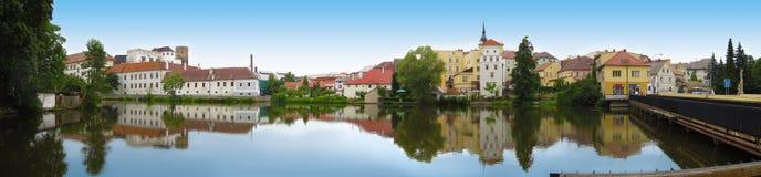 Mening van de rivier in Jindrichuv Hradec stock afbeelding