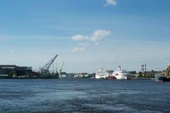 Mening van de rivier van de ladingshaven Royalty-vrije Stock Afbeeldingen
