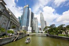 Mening van de Rivier van Singapore en Singapore Van de binnenstad Royalty-vrije Stock Foto's