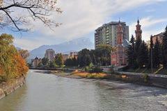 Mening van de rivieroever in Vladikavkaz Royalty-vrije Stock Foto