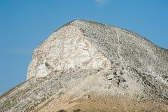 Mening van de Rode berg, of het Merrie` s hoofd, krijtbergen in de Don River-vallei, Donskoy-park Royalty-vrije Stock Foto