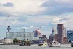 Mening van de schepen in de haven van Rotterdam Stock Afbeeldingen