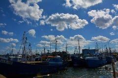 Mening van de schepen en de wolken Stock Foto