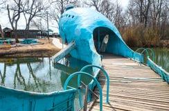 Mening van de staart van de aantrekkelijkheid van de Blauwe vinviskant van de weg op Route 66 dichtbij Catoosa Oklahoma de V.S. 3 royalty-vrije stock foto