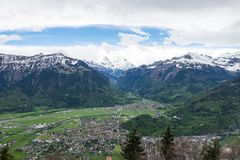 Mening van de stad en de bergen van Interlaken van HarderKulm toneelpoi Stock Afbeelding
