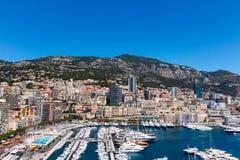 Mening van de Stad en Fontvieille van Monaco met bootjachthaven in Monaco Royalty-vrije Stock Fotografie